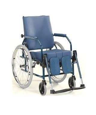 Noleggio carrozzina comoda con ruote da autospinta